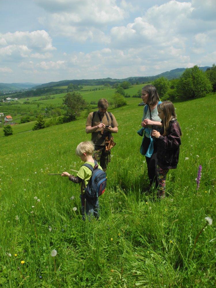 Účastníci VTV při monitoringu ptáků zemědělské krajiny. Foto: M. Kobierská
